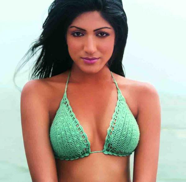indian actress bikini photos sindhura gadde in green bikini