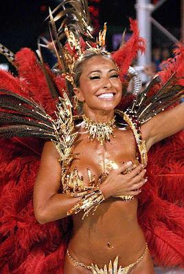 Bella mujer de rojo en sambodromo carnavales 2008