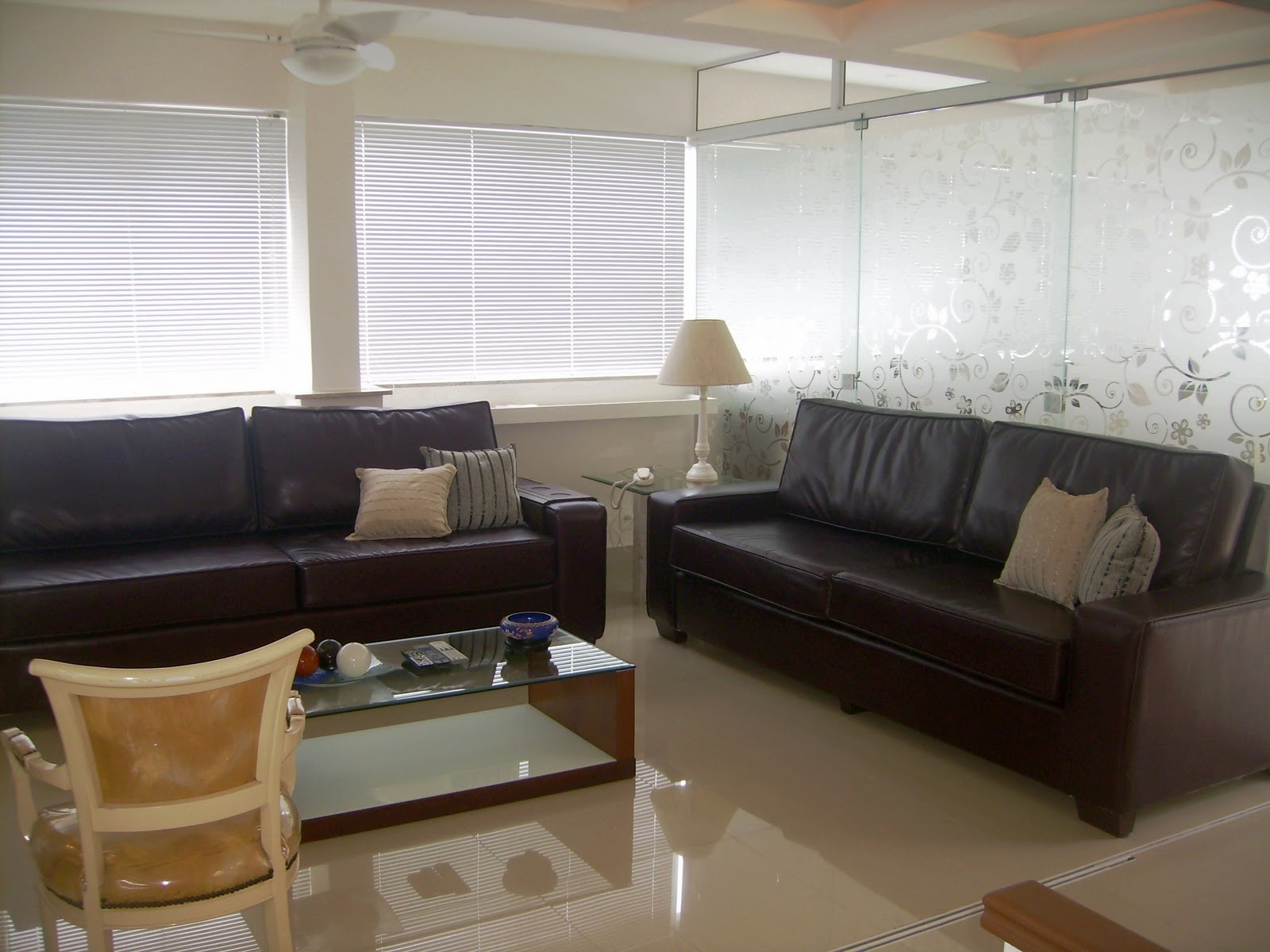 #614C33 janela de madeira1 1024x716 Portas e janelas de madeira 250 Janelas De Vidro Pra Sala