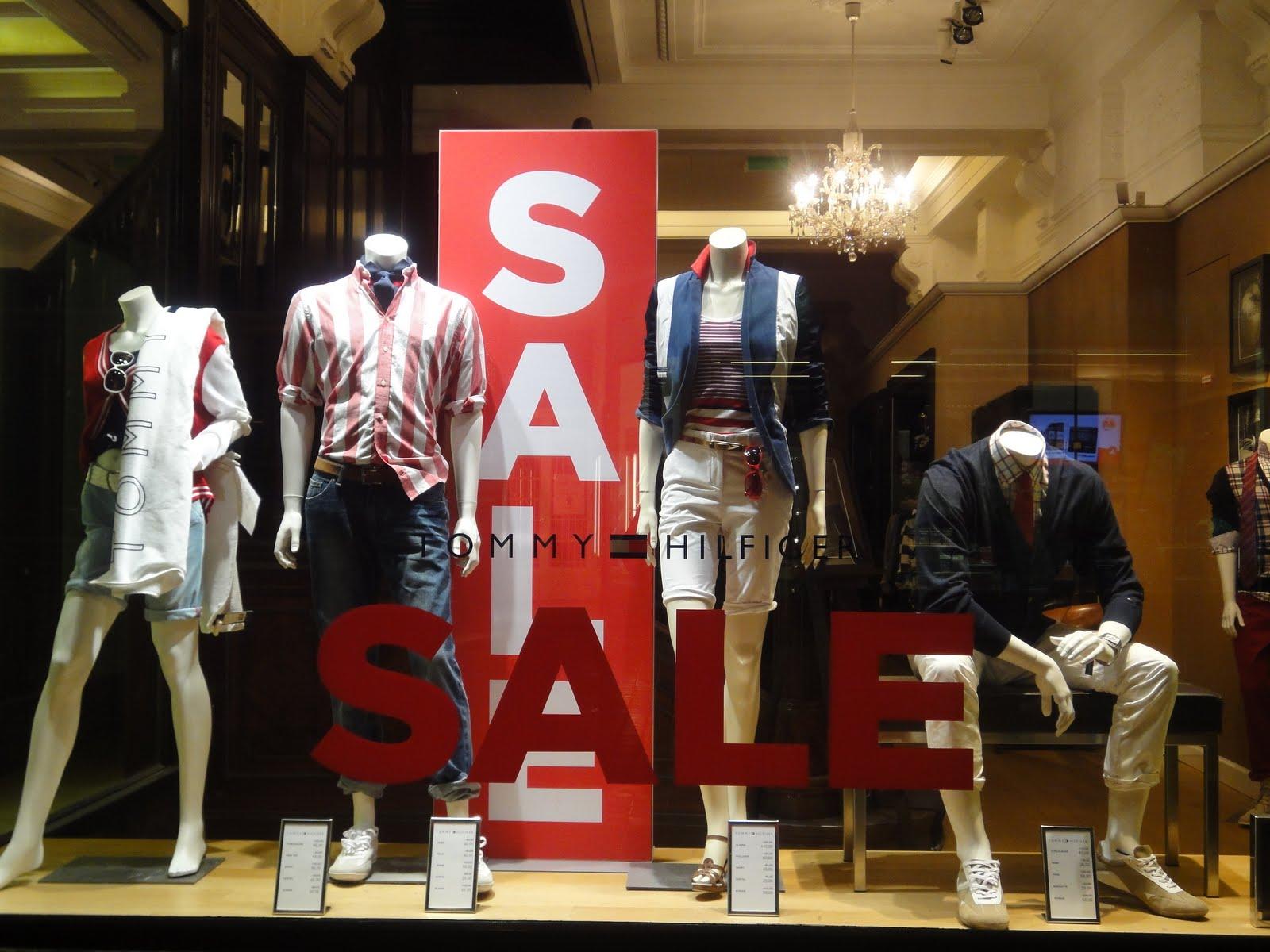 shop windows in vienna still sale at tommy hilfiger. Black Bedroom Furniture Sets. Home Design Ideas
