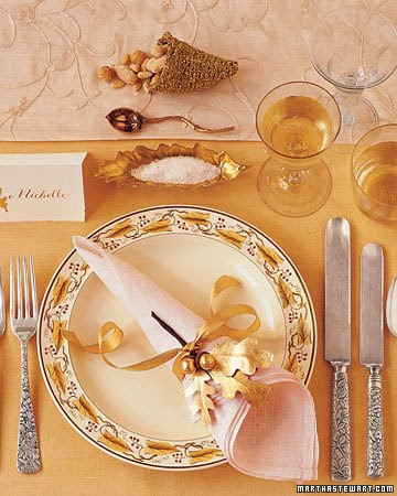 Beautiful habitat setting your thanksgiving table round up for How to set a round table for thanksgiving