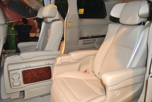 2011 Toyota Alphard Luxury MPV Interior