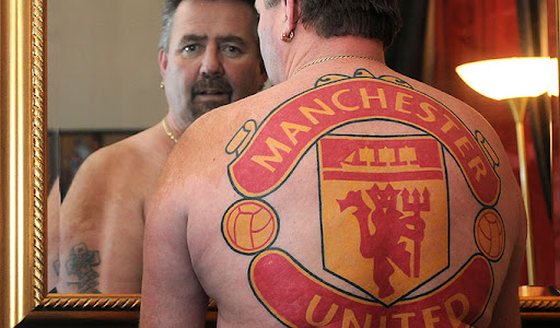 John Retter shows his love for Manchester United with a huge tattoo on his back