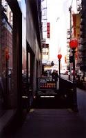 Entrada al metro localizada en la calle 41. Esfera ROJA. Entrada limitada, en este caso, con determinados horarios de entrada. Nos indicada la entrada más próxima con horario permanente.