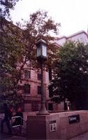 Estación de la calle 81. Su esfera imita las entradas clásicas, pero respetando el verde de entrada permanentemente abierta