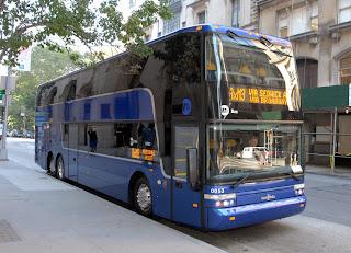 Autobús de dos pisos Van Hool en pruebas para el MTA. Foto: © MTA