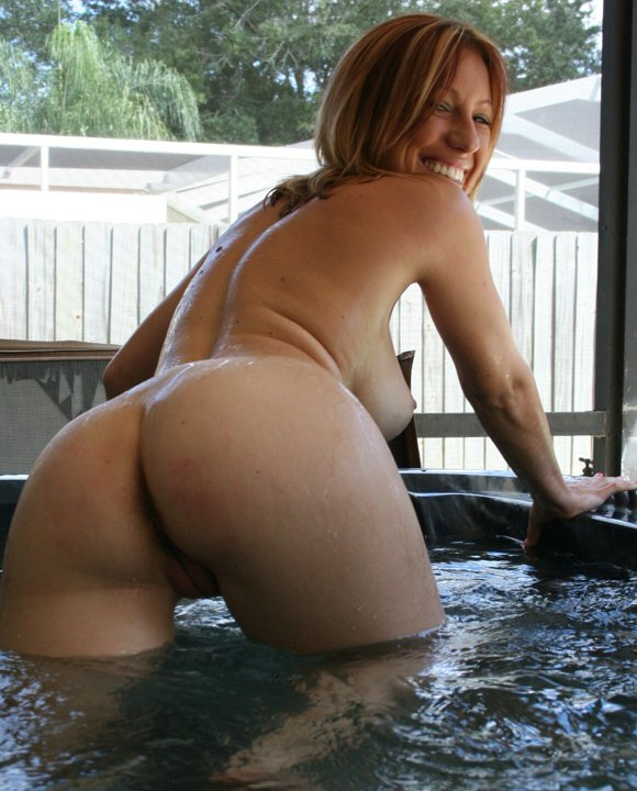 Pictures Of Naked Women Fucking In The Hot Tub 40