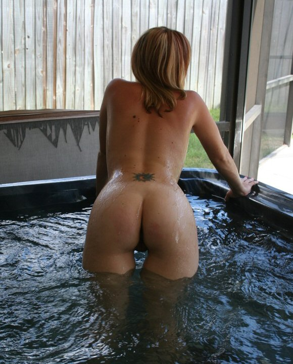 Hot naked tub girl amateur