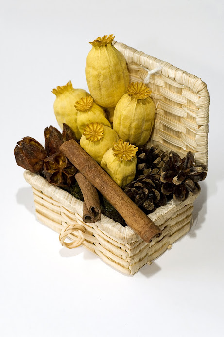 Cestino con papaveri gialli