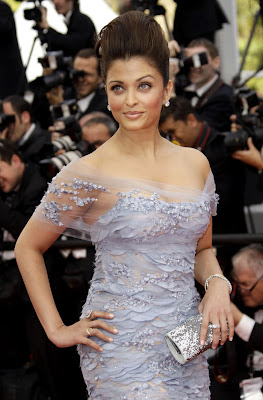 Aishwarya Rai Smile, Aishwarya Rai Lips, Aishwarya Rai Chest, Aishwarya Rai Hairstyle, Aishwarya Rai Hot Pics, Aishwarya Rai Wallpapers, Aishwarya Rai Photoshoot