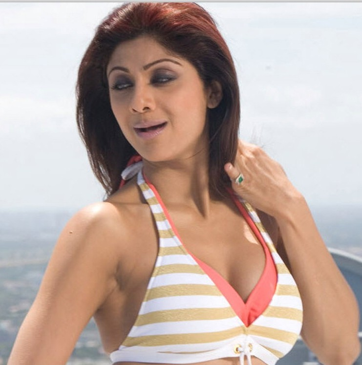 latest bollywood wallpapers. Bollywood News Gossips – Latest Hot Actresses Upcoming Movies Wallpapers Pics Photos 2011: September 2010