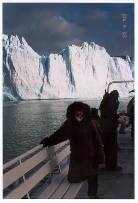 Isso aí no banco do barco é a Baixinha, não um Urso Polar