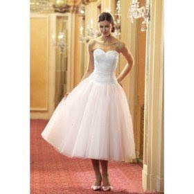 http://1.bp.blogspot.com/_e__ivZ0LVEE/S_uAQ6j03_I/AAAAAAAACw4/mvOtHzxG4FI/s400/short+wedding+dress3.jpg