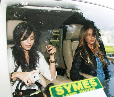 Vanessa Hudgens with Ashley Tisdale
