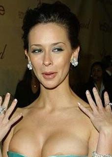 Jennifer Love-Hewitt cleavage