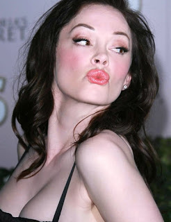Rose McGowan cleavage