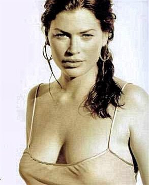 Carre Otis cleavage