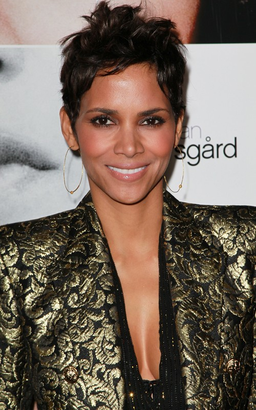 "Halle Berry Dazzles At ""Frankie And Alice"" LA Premiere"