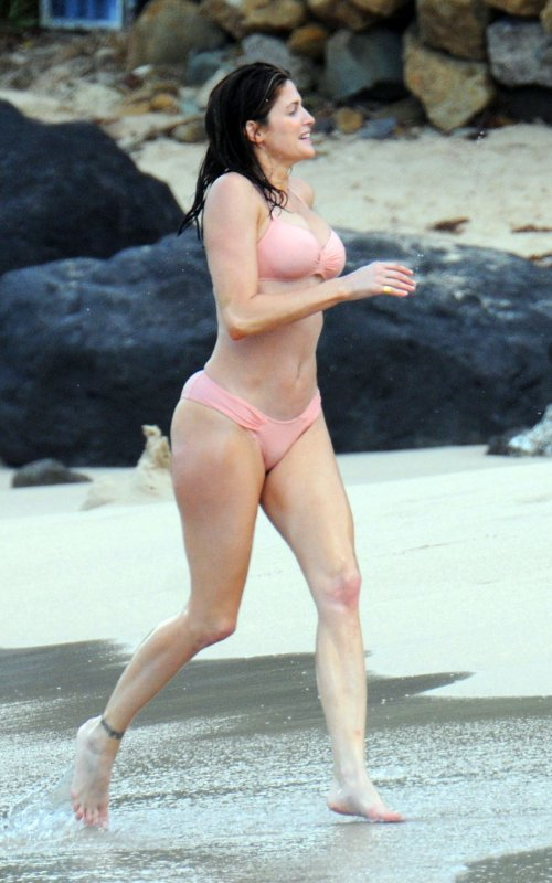 Damn, Stephanie Seymour! My Body Doesn't Even Look Like This At 30….