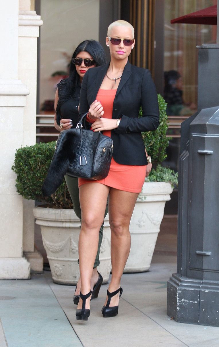 Spotted: Amber Rose Shops At M.A.C.