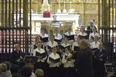 Gardiner al frente del Coro Monteverdi en la Catedral de Sevilla (© Manuel Gómez / Diario de Sevilla)