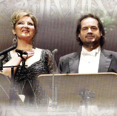 Mariola Cantarero y José Bros durante la grabación en vivo de la ópera