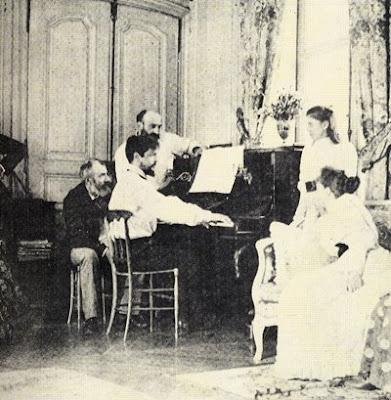 Claude Debussy al piano en 1893