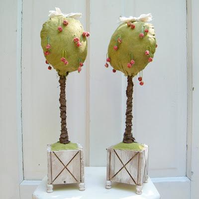 árvores decorativas em pano