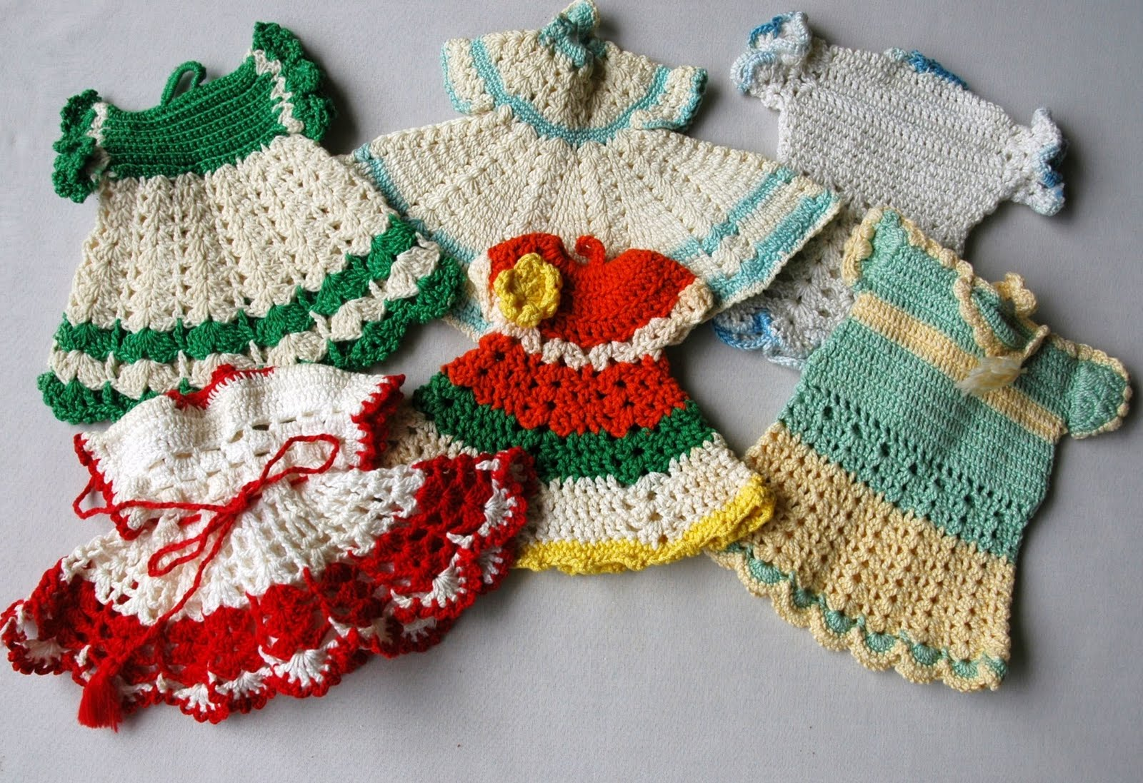 Crochet Patterns Vintage Potholders : ... Stuff: Collecting Hand Crocheted Pot Holders In Dress Designs