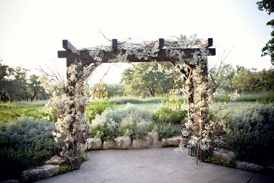 Here are a few gorgeous Chuppah ideas that you can use for your wedding