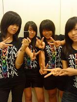 THE FOUR peace~ ^^V