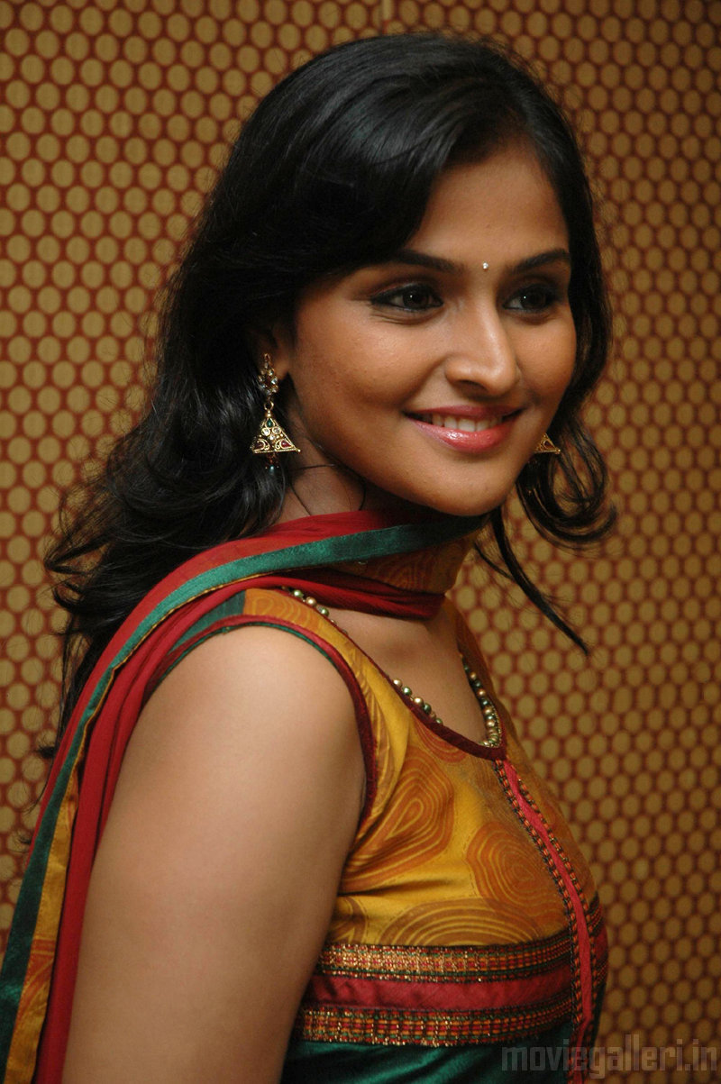 ramya nambeesan @ aattanayagan pressmeet stills | new movie posters