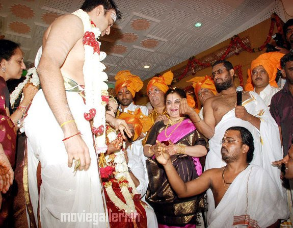 http://1.bp.blogspot.com/_eewr1b1LpYA/TIDWmHPabqI/AAAAAAAADvA/kCHMf8xoF-0/s1600/soundarya_rajinikanth_marriage_photos_pictures_13.jpg
