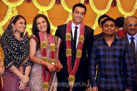 http://1.bp.blogspot.com/_eewr1b1LpYA/TIHhIi63RXI/AAAAAAAAD8Y/ynBRJWvMCFE/s1600/ar_rahman_Soundarya_Rajinikanth_wedding_reception.jpg