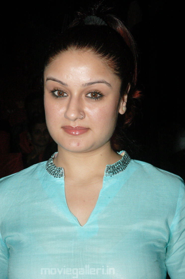 Sonia Agarwal net worth salary