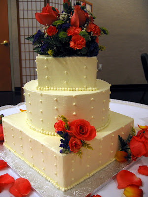 Joe and Wendy 39s cake were accented with coral colored roses and carnations