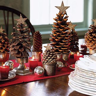 Arbolitos de Navidad con piñas (topiarios, centro de mesa)