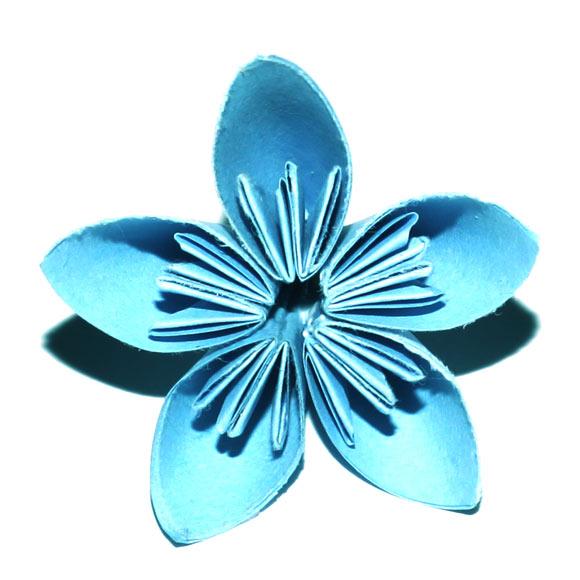Flores de papel plegado (kusudama), recicladas