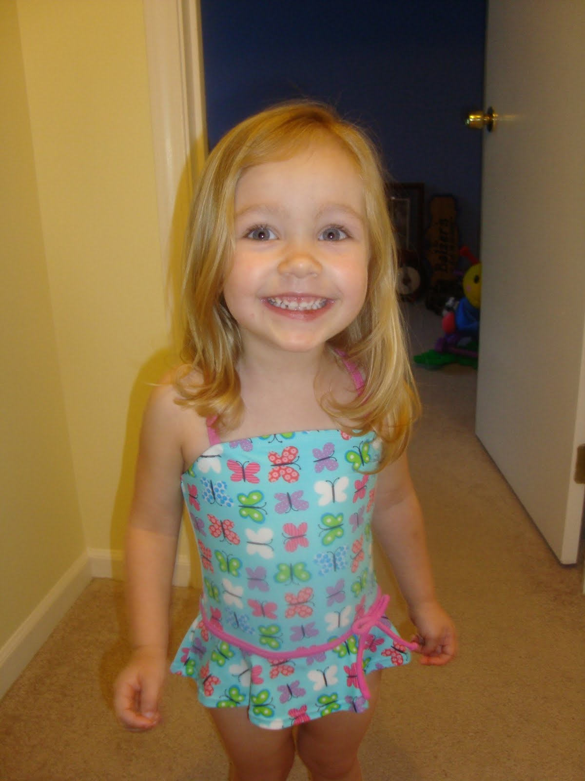 little girl messy face download foto gambar wallpaper