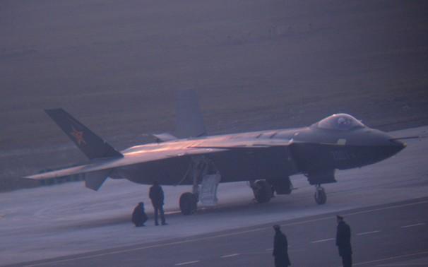 China conclui primeiro protótipo de caça bombardeiro furtivo