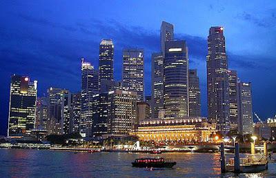 ah, como a vida é linda, excitante e animada na moderna e futurística Cingapura