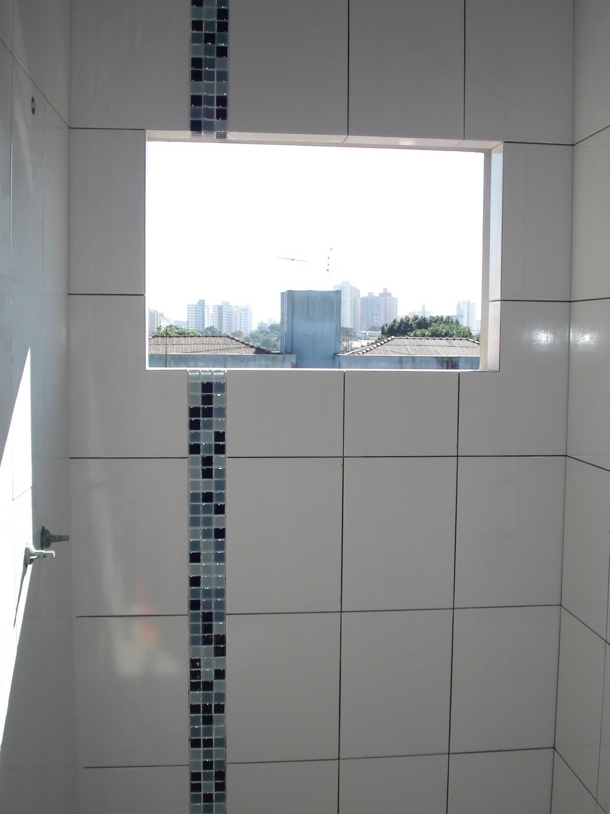 Nasce uma casa ***** O dia a dia de uma construção: Olhando para  #4F687C 1200x1600 Azulejo Madeira Banheiro