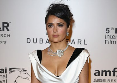 Salma Hayek Glams Up amfAR Dubai Gala tumb ring zoheb