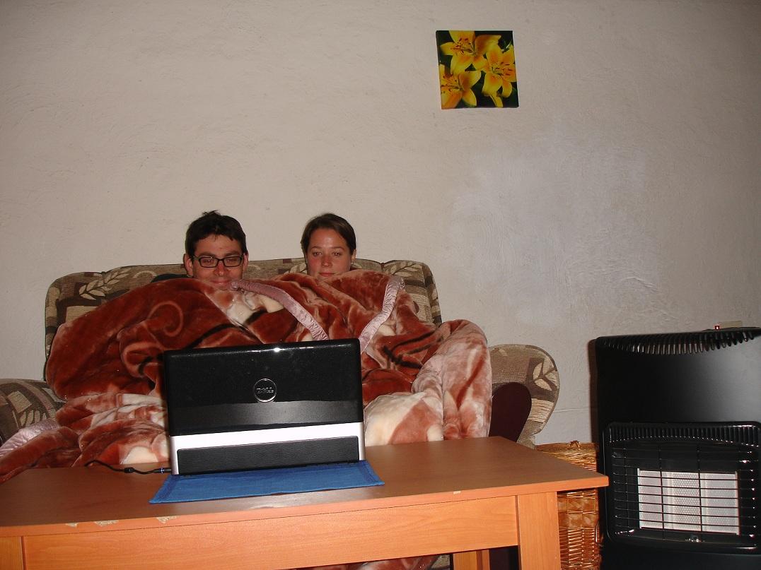 http://1.bp.blogspot.com/_eoqC9BGpBwU/TEfUYkYtK-I/AAAAAAAAAJg/JoOtLeBejsQ/s1600/keeping+warm.jpg