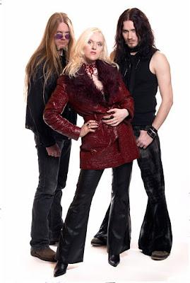 Liv con otros/as artistas del metal  Liv+kristine+y+tuomas+y+marco