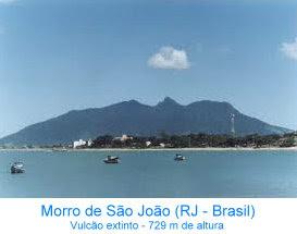Vista lateral do Vulcão extinto no Morro de São João (Rio de Janeiro - Brasil) com 729 m de altura.