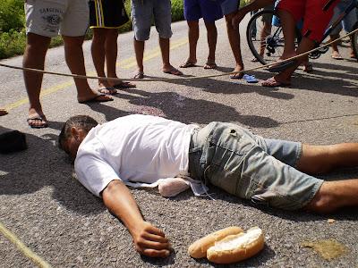 http://1.bp.blogspot.com/_eqkyaO5pzKg/Si1B5QWskCI/AAAAAAAAAJA/xluybmeAIMo/s400/Homem+moto+em+ibicuitiga.JPG