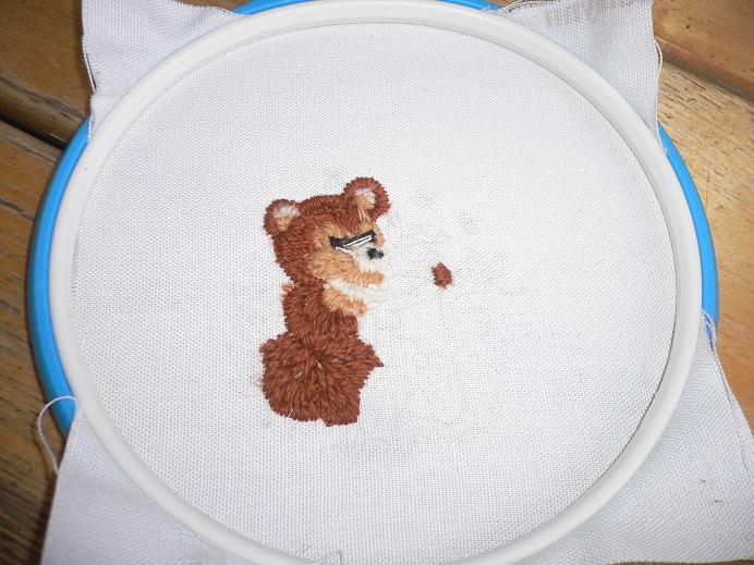 Вышивка гладью медвежонка 59