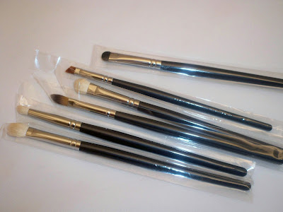 eyes+set2 Confidential Brushes Review/Giveaway