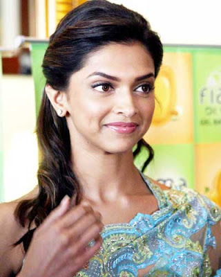 Deepika Padukone in saree wallpaper 2